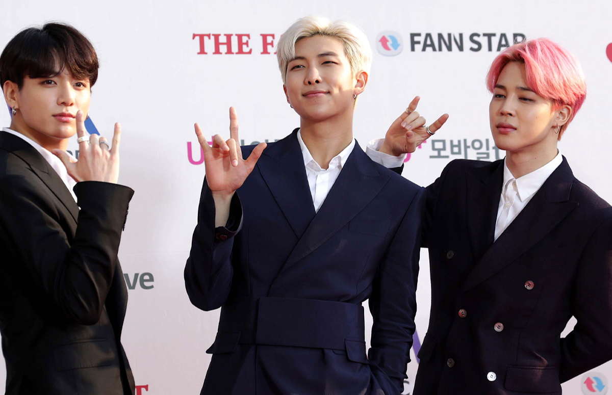 Трое из семи участников BTS: JungKook, RM, Jimin