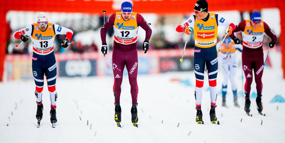 Российские лыжники Сергей Устюгов (№2) и Александр Большунов (№2) на этапе Кубке мира