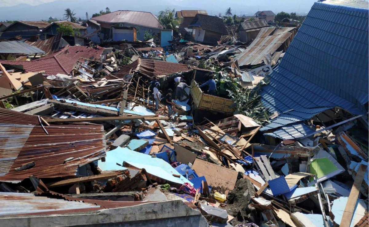 Разрушенные землетрясением дома в городе Палу, Индонезия