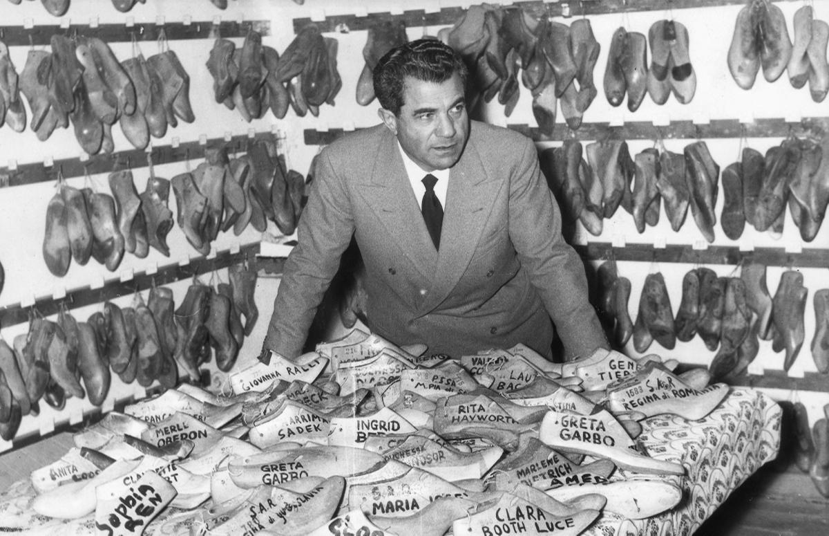СальватореФеррагамо в своей мастерской, 1956