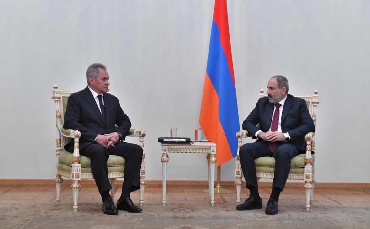 Сергей Шойгу и Никол Пашинян (справа)