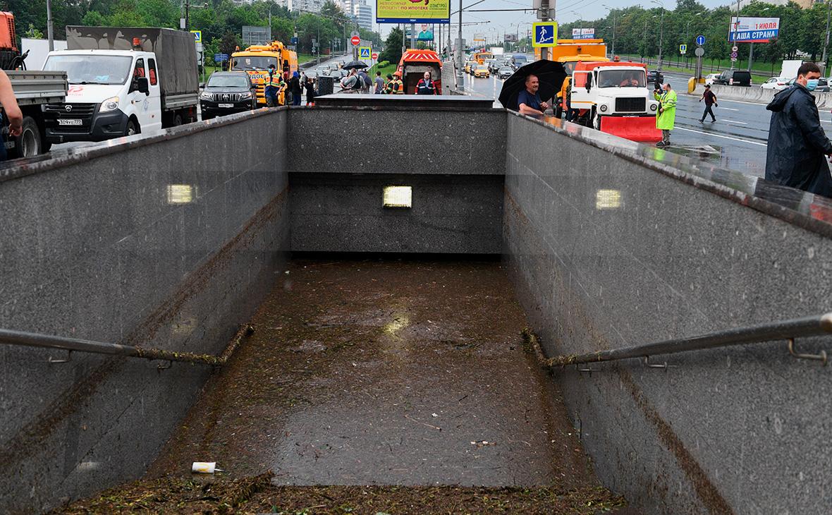 Подтопленный подземный переход в районе Варшавского шоссе, 20 июня 2020г.