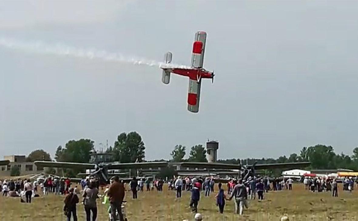 Самолет Ан-2 перед падением