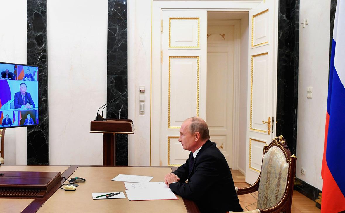 Владимир Путин на совещаниис постоянными членами Совета Безопасности (в режиме видеоконференции)