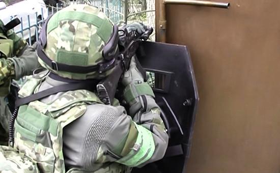 Представитель силовых структур в ходе спецоперации в Дагестане. Архивное фото
