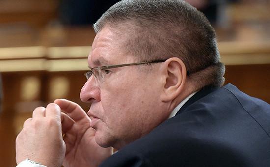 Алексей Улюкаев вовремя заседания правительства России. Февраль 2015 года