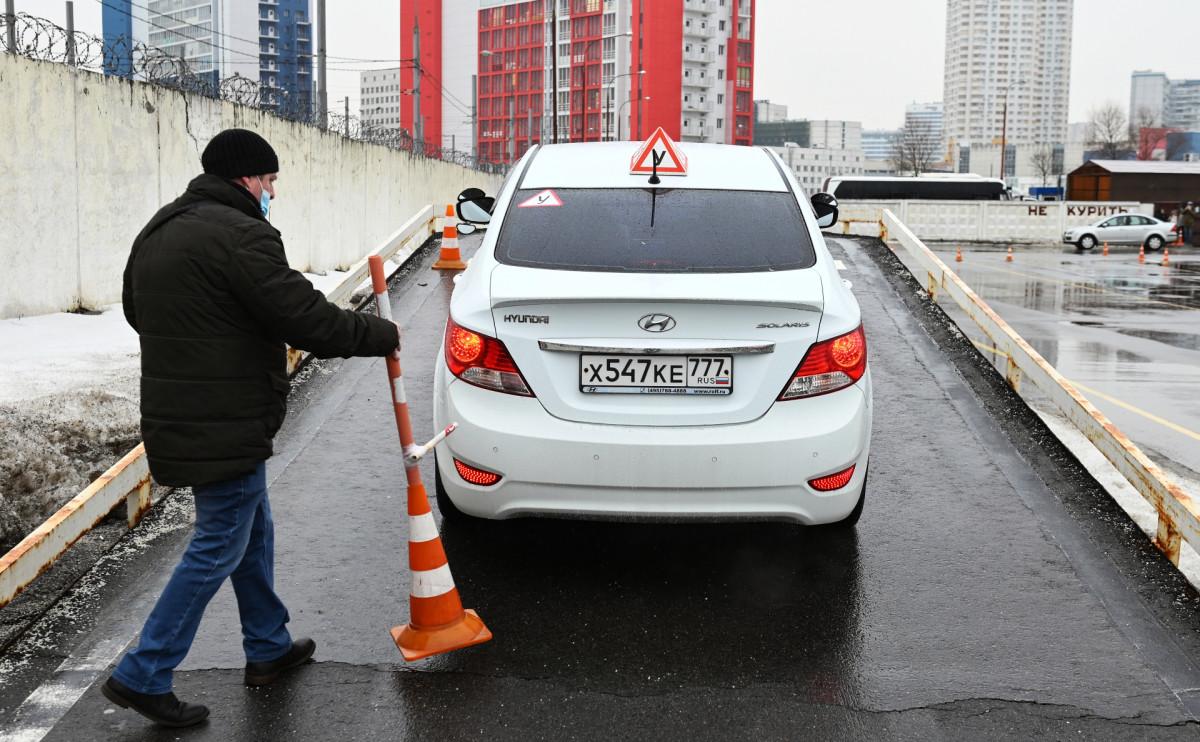 СМИ сообщили о планах властей поручить МВД контроль над дорожными знаками