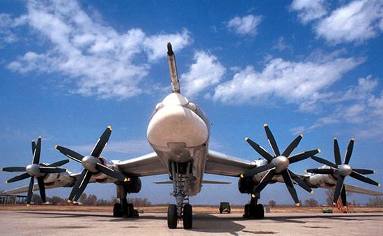 Стратегический бомбардировщик-ракетоносец Ту-95МС. Архивное фото