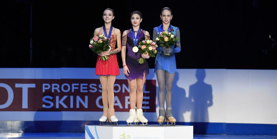 Анна Щербакова, Алена Косторная и Александра Трусова (слева направо)
