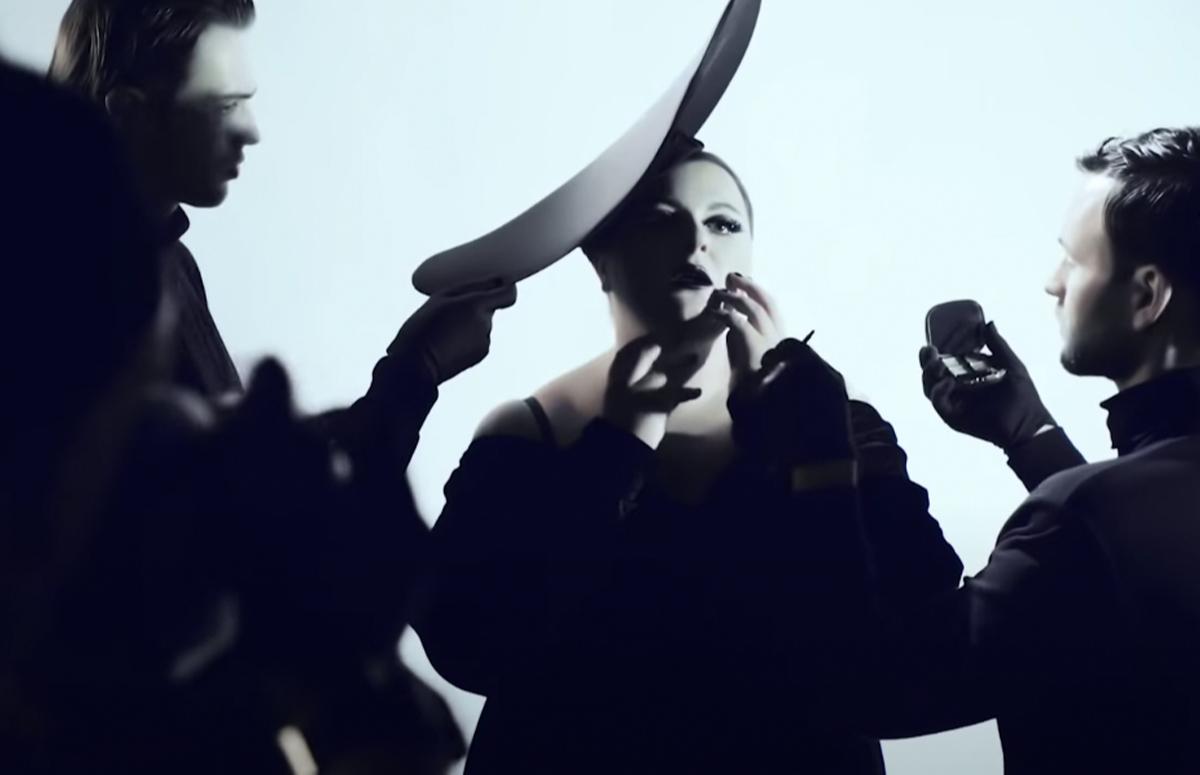Кадр из клипа«Фотосессия»