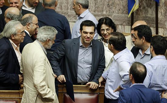 Премьер-министр ГрецииАлексис Ципрас (в центре) во время выступления в парламенте