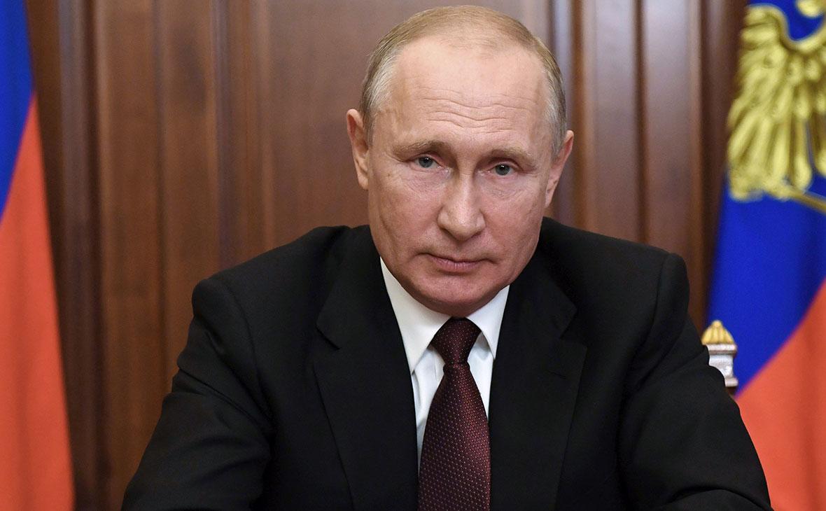 Владимир Путин в Ново-Огарево во время обращения к гражданам России