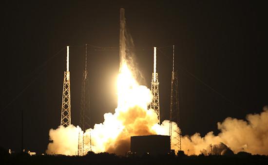 Ракета-носитель Falcon 9 с грузовым кораблем Dragon