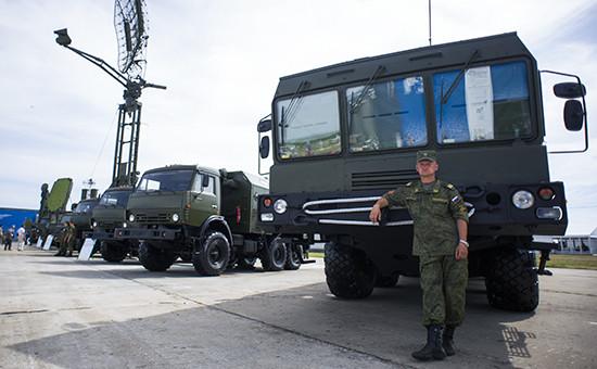 Ракетный комплекс сухопутных войск «Искандер» наМеждународной выставке вооружения, технологий иинноваций «Оборонэкспо-2014»