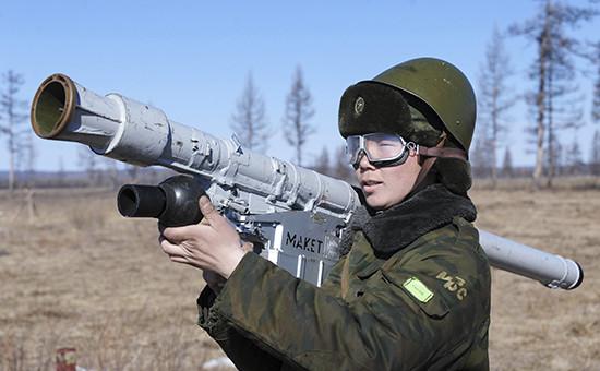 Военнослужащий на учениях войск противовоздушной обороны