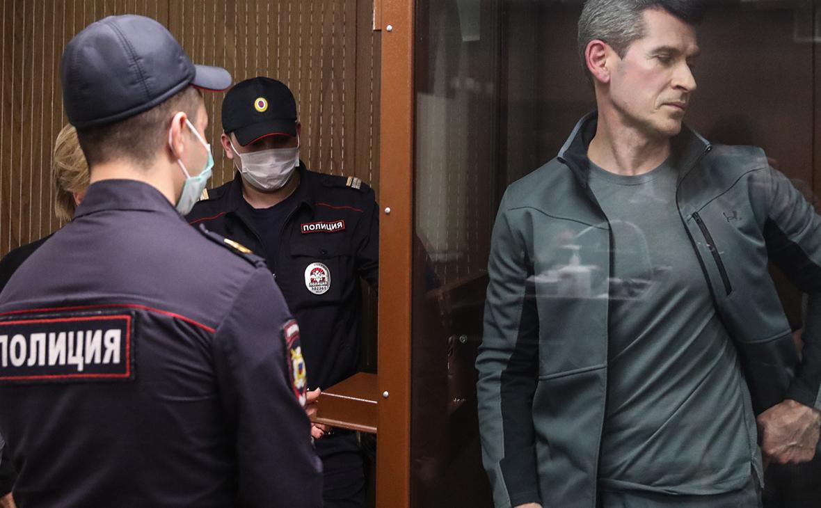 Зиявудин Магомедовво время рассмотрения дела в Мещанском суде.