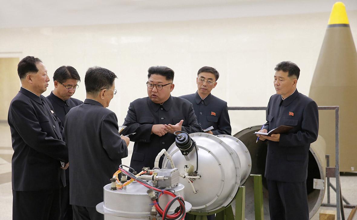 Корейский лидер Ким Чен Ын (в центре)