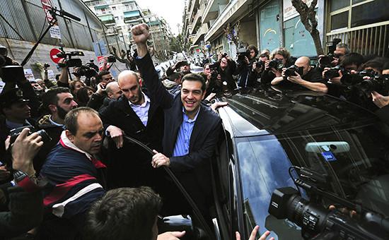 Лидер партии СИРИЗА Алексис Ципрас (в центре)