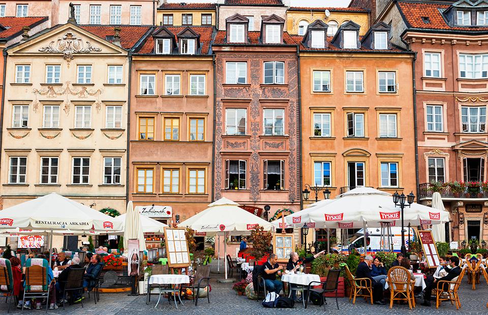 Уличный ресторан в Старой части Варшавы, Польша