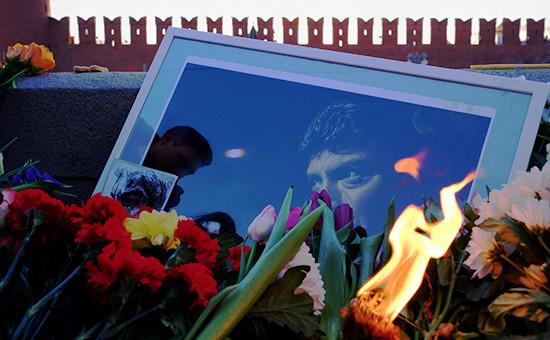 Цветы наБольшом Москворецком мосту, гдевночь на28 февраля 2015 года был убит политик Борис Немцов