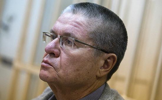 Бывший министрэкономического развития АлексейУлюкаев во время рассмотрения ходатайства следствия о продлении его ареста. 10 января 2017 года