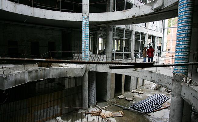 Заброшенная стройплощадка торгового центра