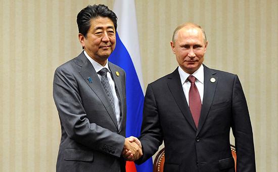 Премьер-министр Японии Синдзо Абэ и президент России Владимир Путин на саммите АТЭС. Лима, Перу, 19 ноября 2016 года