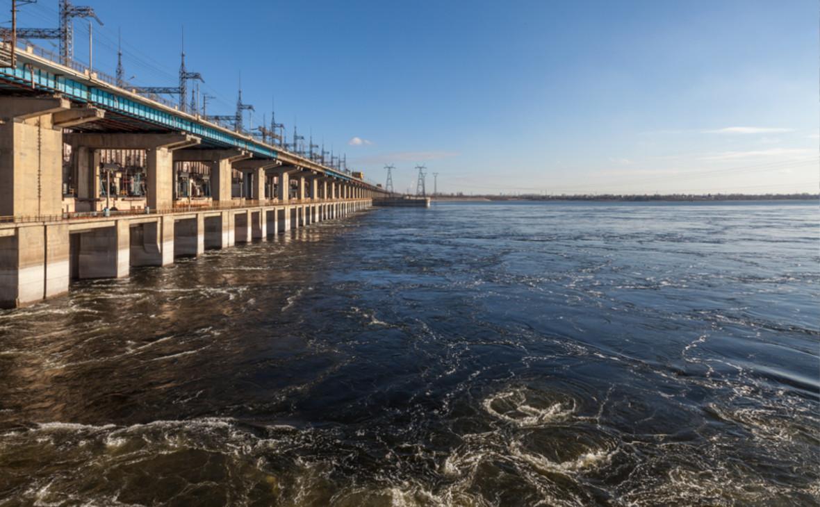 Волжская ГЭС с нижнего бьефа Волги