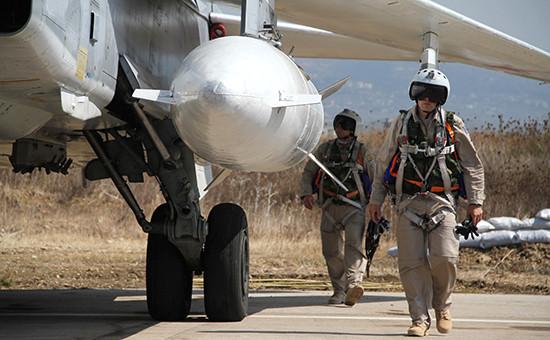Российские летчики передбоевым вылетом наавиабазе ХмеймимвСирии