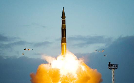 Межконтинентальная баллистическая ракета «Тополь» вовремя запуска скосмодрома «Плесецк». Архивное фото