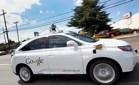 Беспилотный автомобиль компании GoogleLexus RX450h во время демонстрационной поездки.