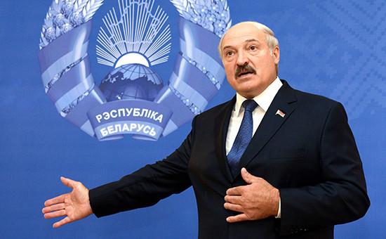 За несколько дней довыборов президент Белоруссии Александр Лукашенко заявил, чтонеобсуждал сРоссией вопрос осоздании военной базы натерритории республики