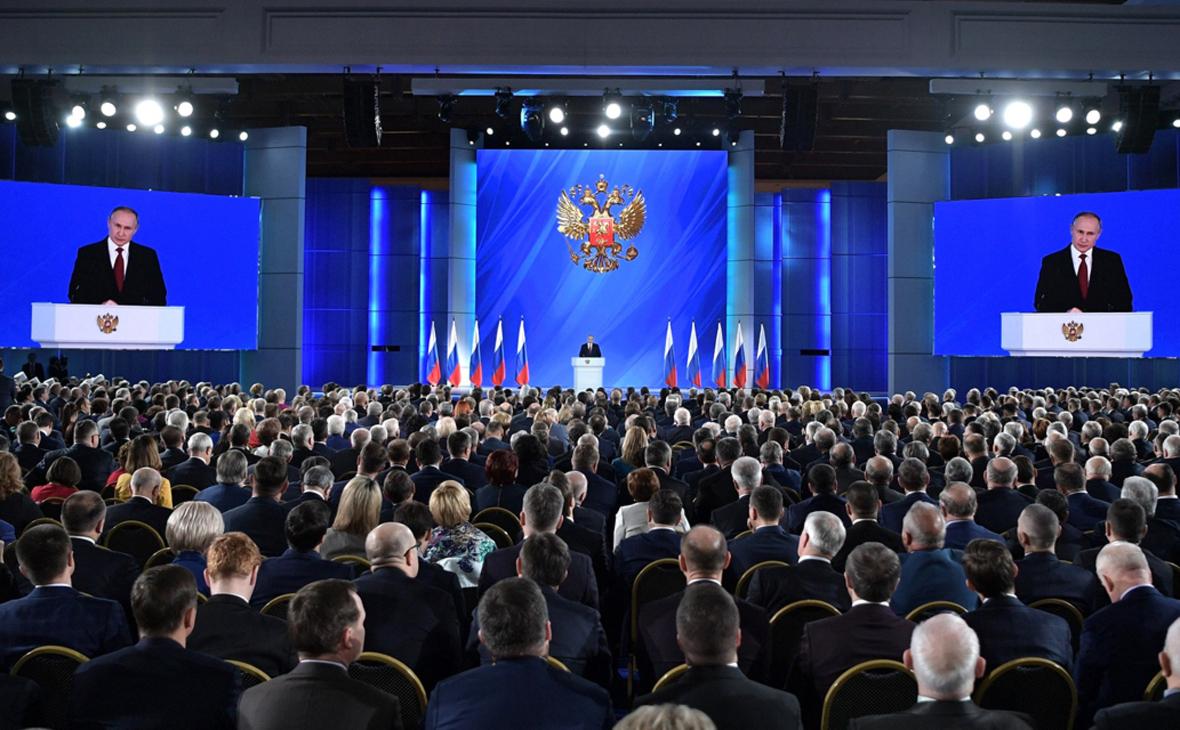 Владимир Путин во время выступления с ежегодным посланием к Федеральному Собранию РФ