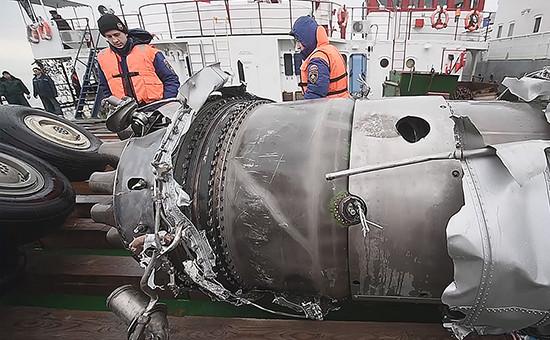 Подъем обломков потерпевшего крушение самолета Ту-154
