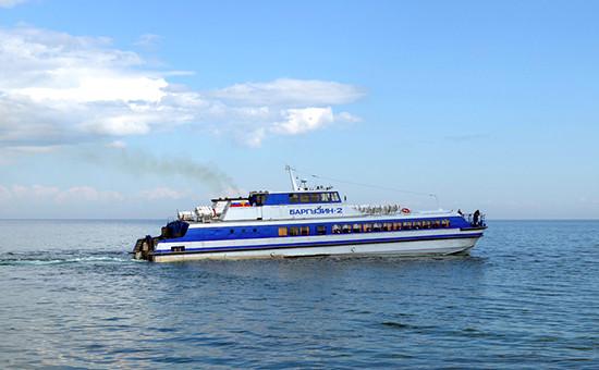 Пассажирский теплоход типа «Баргузин» на озере Байкал