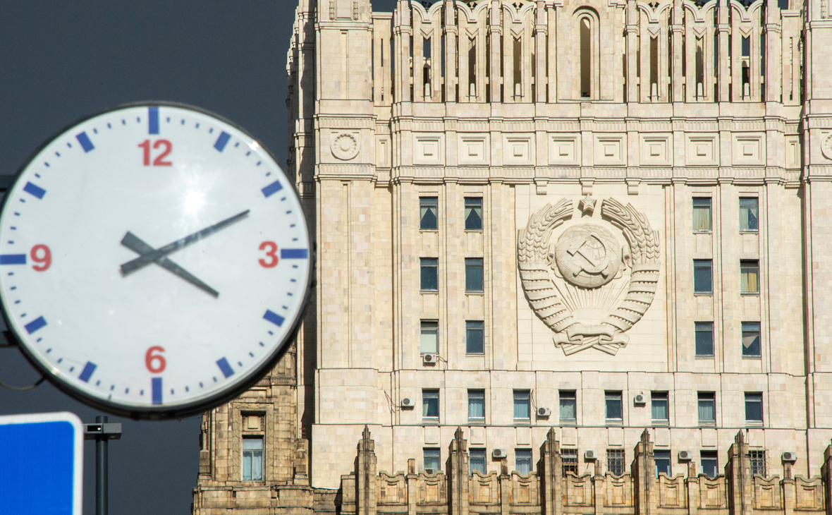 Вид на здание Министерства иностранных дел России