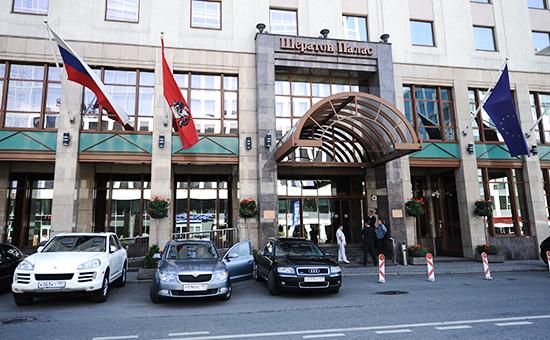 Вход вгостиницу «Sheraton Palace» наТверской улице вМоскве
