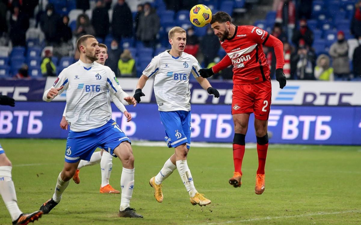 Самуэль Жиго (справа) в предыдущем матче против «Динамо»