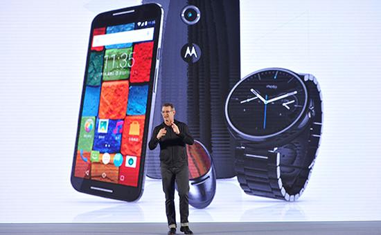 Вице-президент Motorola Mobility Джим Викс на презентации новых смартфонов в Китае