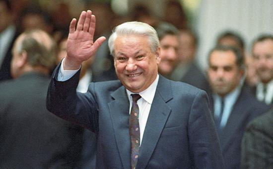 Бывший президент России Борис Ельцин передначалом встречи глав государств содружества