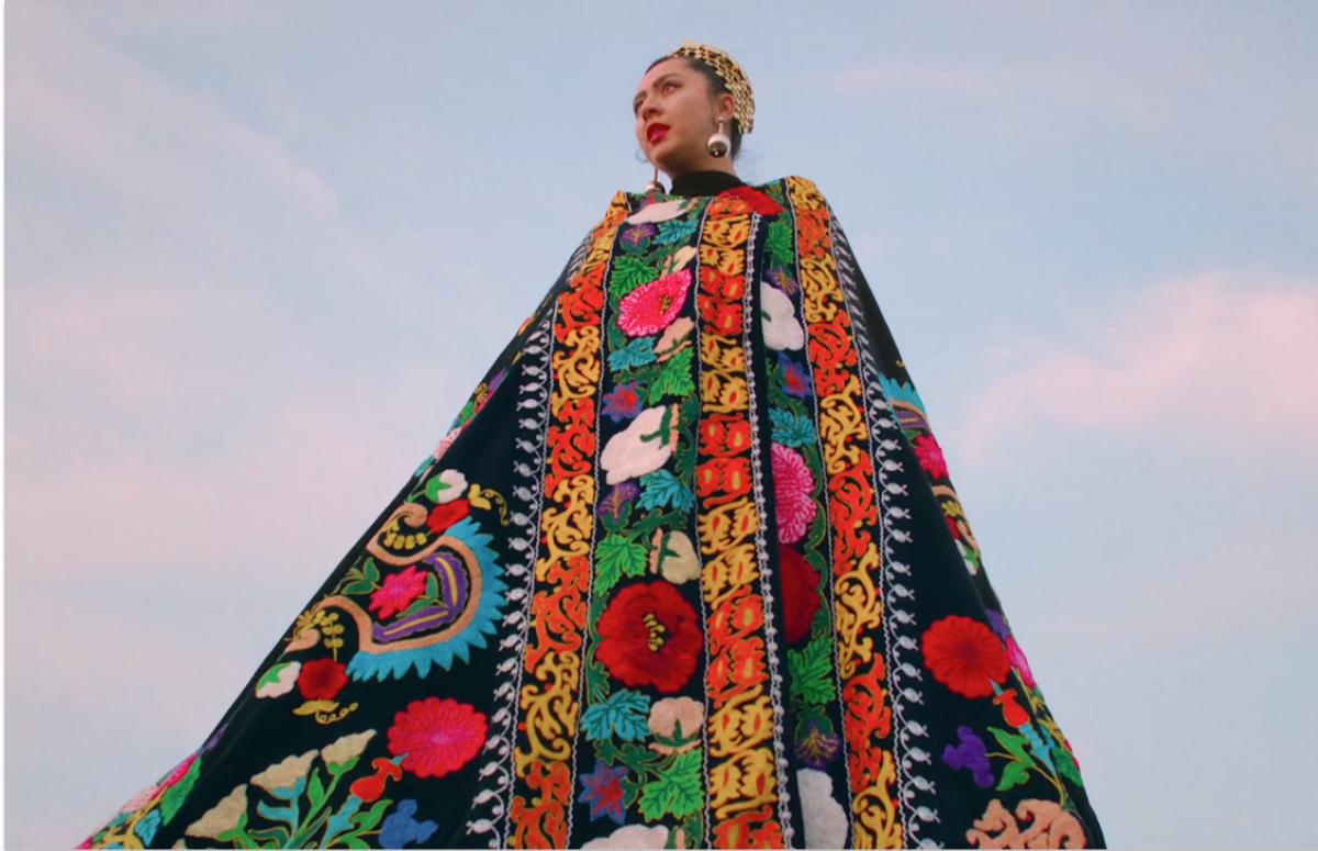 Кадр из клипа «Недославянка»