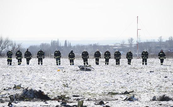 На месте крушения пассажирского самолета Boeing 737-800, разбившегося припосадке ваэропорту Ростова-на-Дону