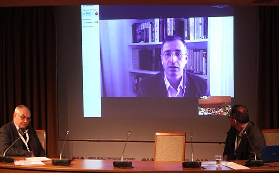 Общероссийский гражданский форум. Экономист Сергей Гуриев во время онлайн-связи