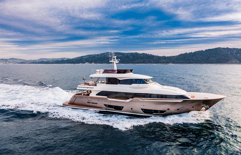Custom Line Navetta 37,Ferretti Yachts