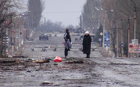 Мирные жители на одной из улиц Углегорска