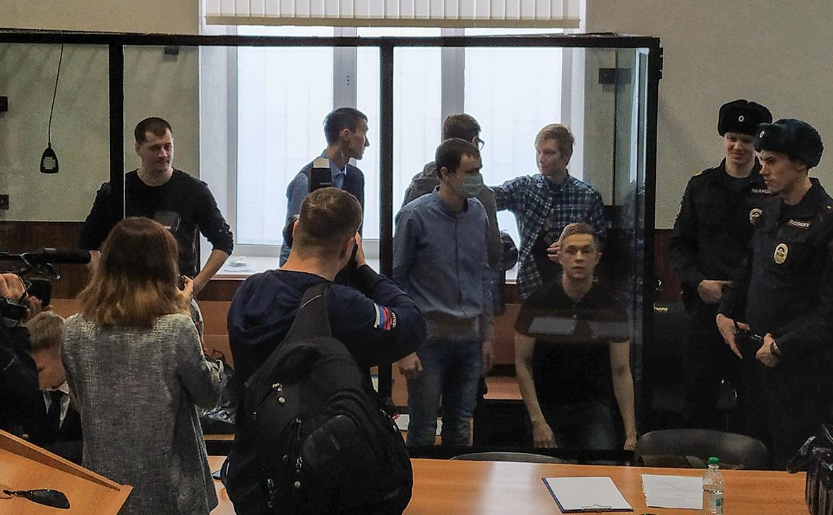 Фигуранты дела террористического сообщества «Сеть» во время оглашения приговора в Приволжском окружном военном суде