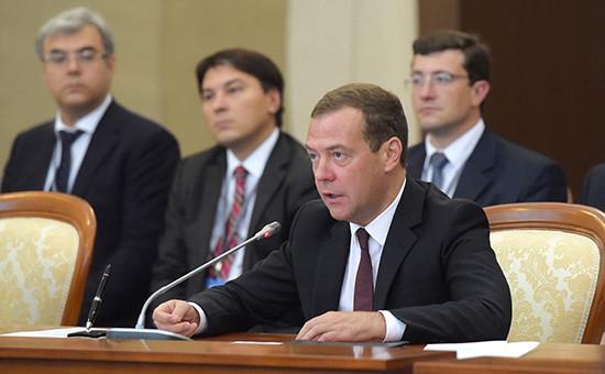 Премьер-министр РФ Дмитрий Медведев вовремя заседания Евразийского межправительственного совета вшироком составе, 12 августа 2016 года