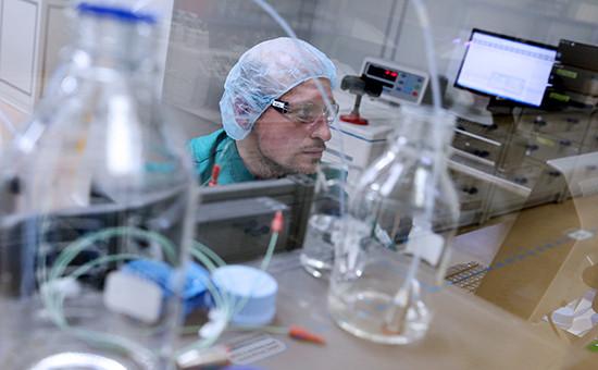 Сотрудник фармацевтического завода