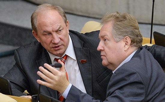 Депутаты Госдумы от КПРФ Сергей Обухов и Валерий Рашкин (слева)