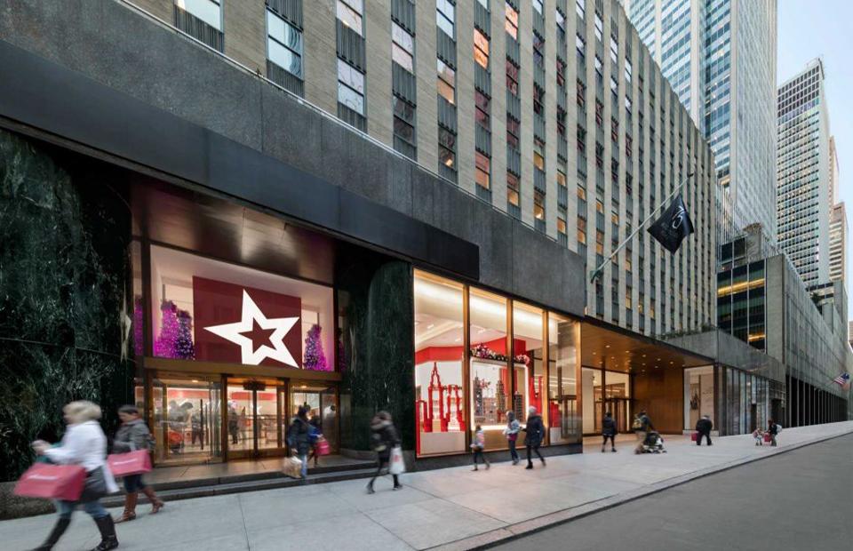 Первый этаж небоскреба 75 Rockefeller Plaza